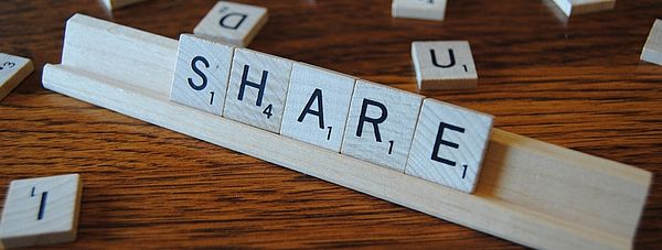 SHARE in Scrabble-Buchstaben